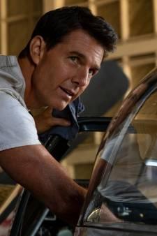 Verbaasde wandelaars oog in oog met parachutist Tom Cruise
