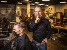 In deze Oldenzaalse kapsalon worden klanten in volledige stilte geknipt: 'Geen smalltalk meer'