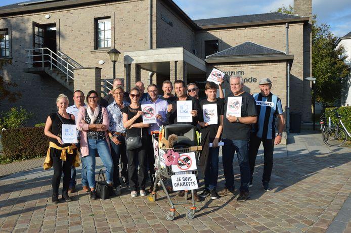 De buurtbewoners van Kerkskenveld protesteerden eerder al via een petitie, affiches en een Facebookpagina tegen het geplande woonproject dat werd voorgesteld in centrum De Warande.