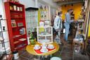 De winkel van Richard van Zuilen staat vol mooie vondsten.