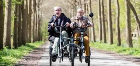 Rens IJzelenberg trapt kilometers weg op de duofiets: 'Je doet mensen zo veel plezier'