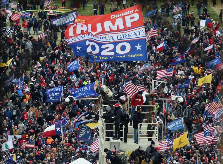Aanhangers van oud-president Donald Trump tijdens de bestorming van het Capitool op 6 januari. Beeld AFP