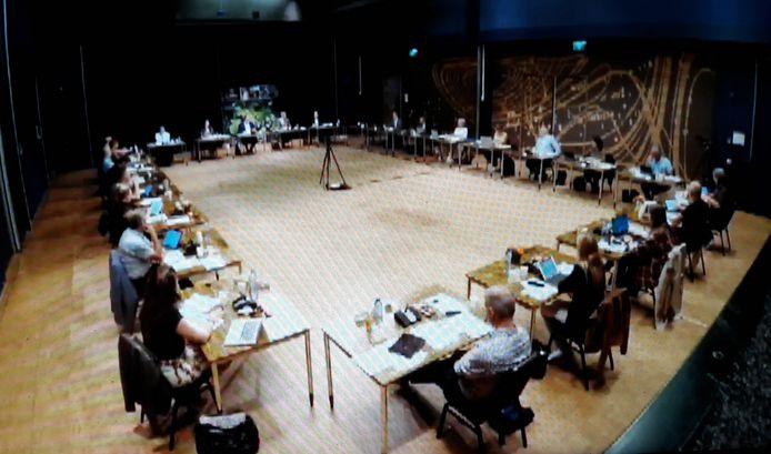 Corona deed de gemeenteraad van Oisterwijk uitwijken naar cultureel centrum Tiliander, waar meer afstand gehouden kon worden dan in het raadhuis