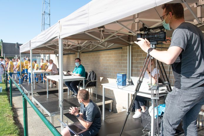 KSC Dikkelvenne-AA Gent - Zelfs een perstirbune geïnstalleerd!