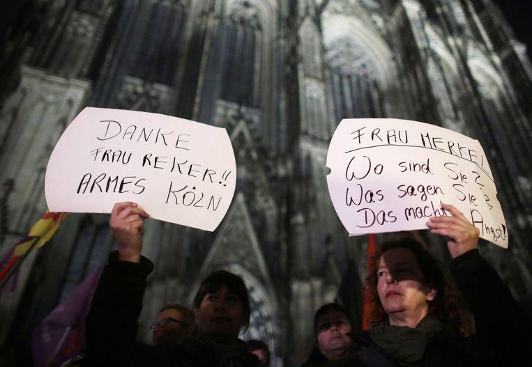 Vrouwen protesteren tegen de massa seksuele misdaden die plaatsvonden in Keulen in de nacht van oud op nieuw. Beeld EPA