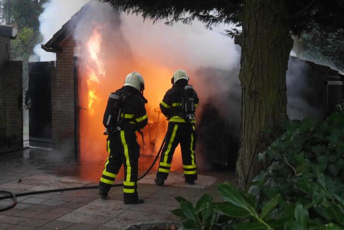 Schuur in brand in Teteringen.