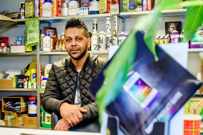 Remy Hoeblal in zijn bedrijf.