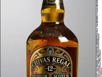 Dieven stelen flessen alcohol uit woning