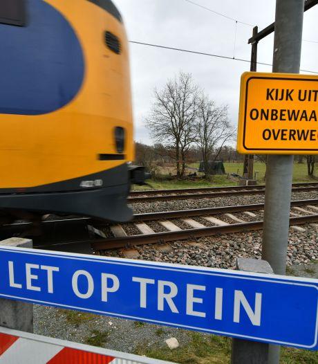 Spoorwegovergang bij Zenderen nog steeds gebruikt:  snel betere afsluiting