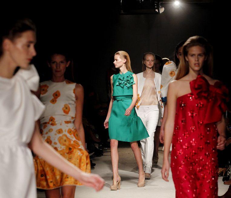 Modellen showen in Amsterdam ontwerpen uit de collectie van mode-ontwerper Claes Iversen. Beeld null