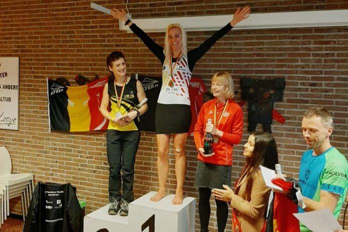 Adinda Vetsuypens (37) op het hoogste schavotje van het podium.