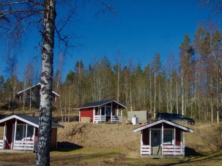 Zo zien de vakantiehuisjes van Camping Coppens eruit voor én na de make-over van Staf en Monique