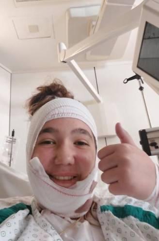 """Elise (14) zwaar verbrand na fout gelopen experiment in chemieles: """"Het had veel erger kunnen aflopen"""""""