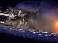 Auto vat spontaan vlam op A67 en brandt volledig af, geen gewonden