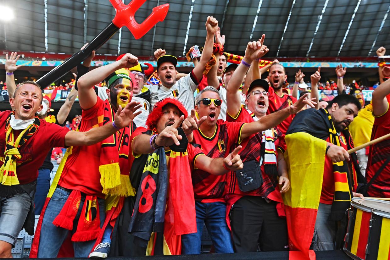 Belgische supporters in München. De match bijwonen was al een overwinning. Beeld Photo News
