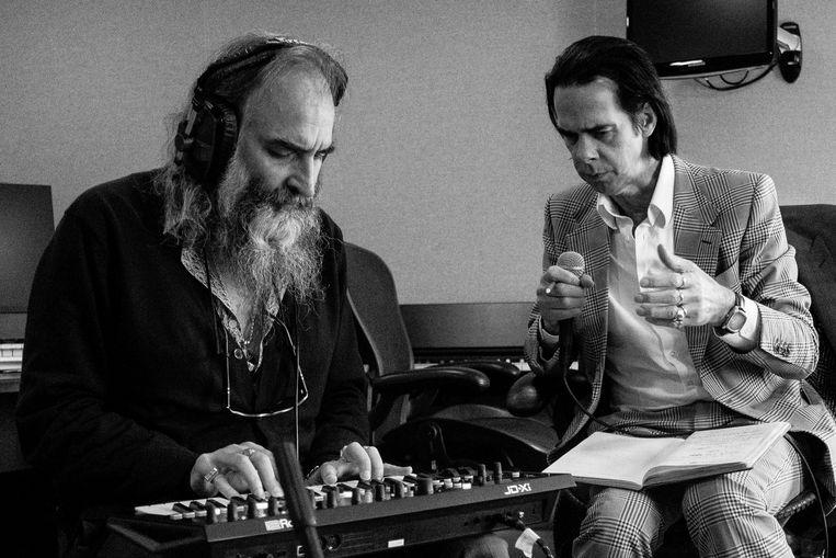 Nick Cave en Warren Elis werken aan 'Carnage'. Beeld RV