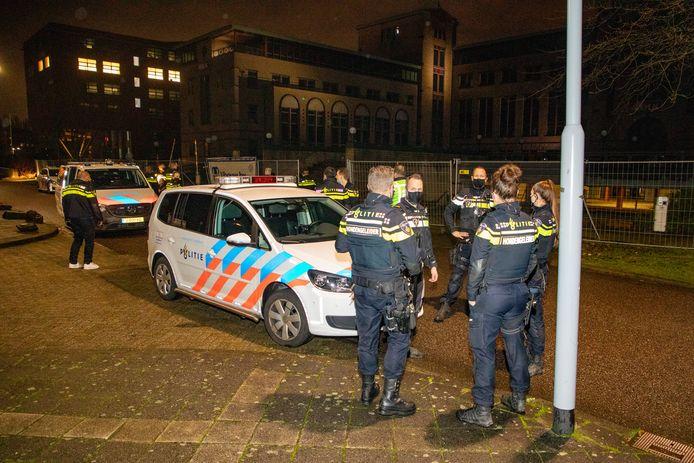 De politie heeft in de nacht van woensdag op donderdag een illegaal feest in Hoofddorp opgerold.