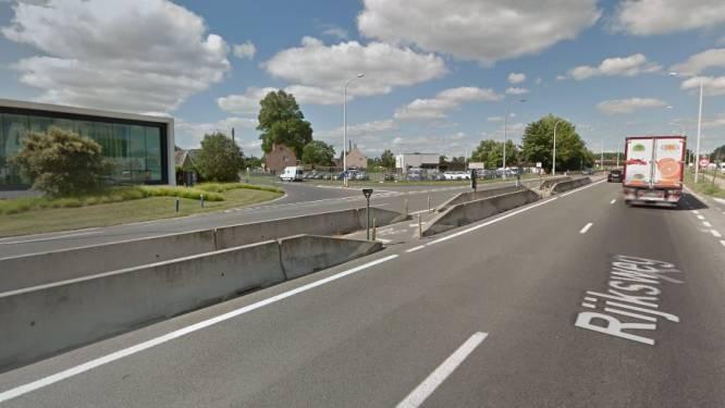 Zwart kruispunt op Rijksweg  tegen eind volgende week dicht voor overstekende fietsers