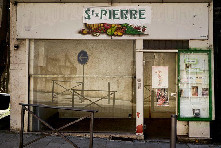 In het stadje La Chariité-sur-Loire staan veel winkels en huizen leeg. Beeld Eric de Mildt