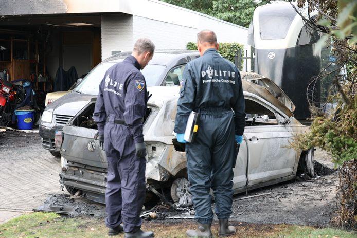De politie doet onderzoek naar de branden.