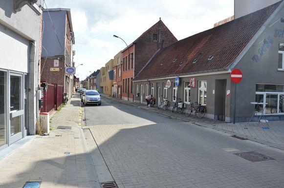 Het voorstel van raadslid Reniers (Groen) om de doorgang van de Brugstraat naar de Luikstraat (over het Zand) te knippen, wordt niet weerhouden door het stadsbestuur.