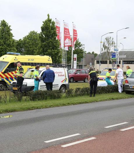 Vrouw gewond bij ongeluk tussen drie auto's in Uden