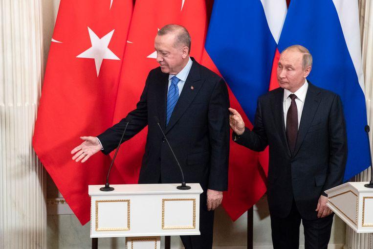 President Erdogan naast president Poetin tijdens een nieuwsconferentie in Moskou, Rusland. Beeld EPA