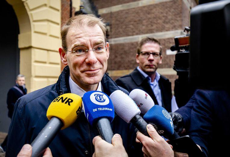 Menno Snel, staatssecretaris van financiën, staat vrijdag de pers te woord bij aankomst op het Binnenhof voor de ministerraad. Beeld ANP