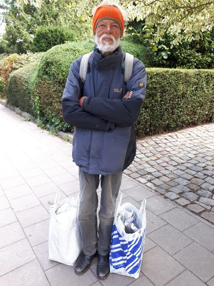 De politie wil weten wie deze man is. Hij werd op 17 juli dood gevonden in 's Heerenbroek.