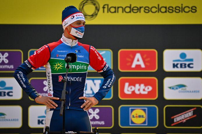 Niki Terpstra nog hoopvol aan de start van de Ronde van Vlaanderen.