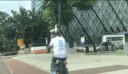 John Dumfries op de fiets bij het Philips Stadion. Elke week is hij daar drie keer in de sportschool te vinden.