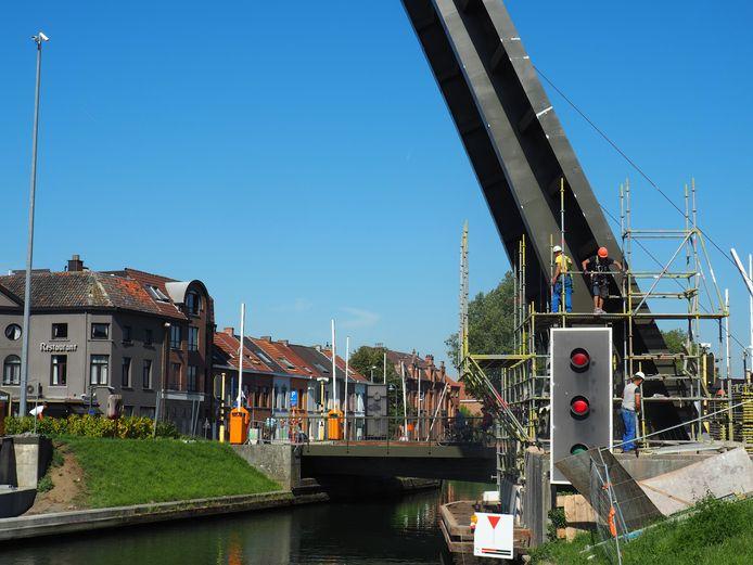 De werkzaamheden aan de Plaisancebruggen zouden tegen de start van het schooljaar achter de rug moeten zijn.