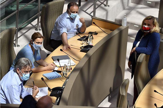 Virologen Herman Goossens, Erika Vlieghe en Marc Van Ranst, gisteren in het Vlaams Parlement.