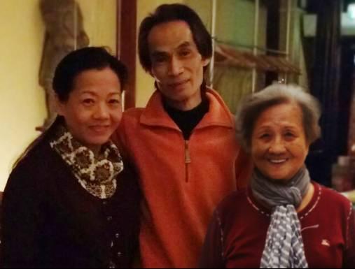 Jenny Loh, haar man Shun Po Fan en moeder Siew Po Tan.