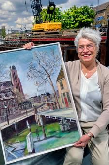 Vlaardingse maakt schilderij van de Engelenburgerbrug en veilt het om Dordrecht te helpen