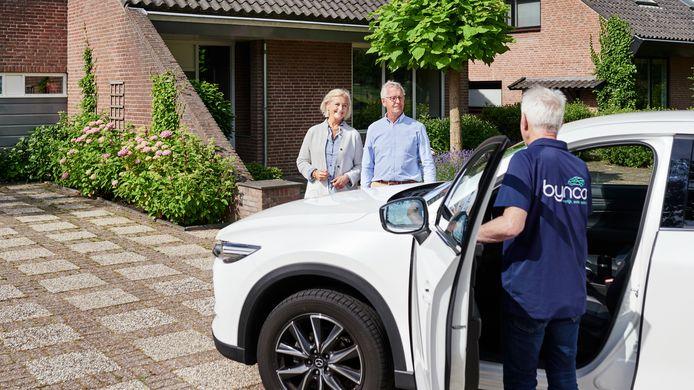 Dit zie je steeds vaker tijdens de coronacrisis: het autobedrijf komt naar je toe.