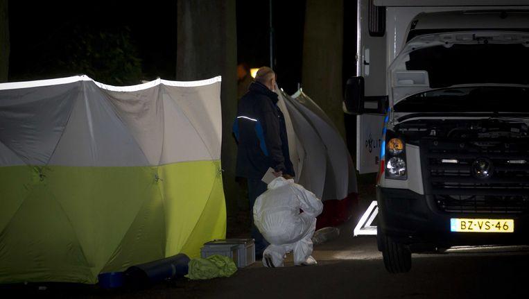 Politie doet onderzoek bij het huis van Els Borst, maandagavond. Beeld anp