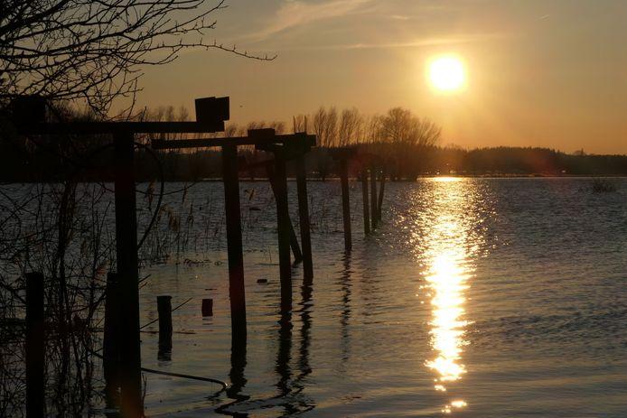 Hans Osinga legde deze zonsondergang vast aan de Schellerdijk in Zwolle.