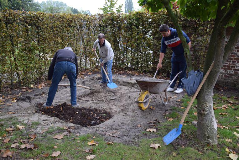 Er werd een berg werk verzet tijdens de tuin- en klusdag.