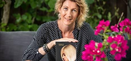 Waarom deze Oldenzaalse (47) tóch een tweede boek schreef? 'Van beroemd zijn wordt niemand gelukkig'