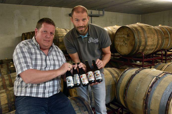 Bart Cuypers en Gust Hermans in de kelder met de whiskeyvaten