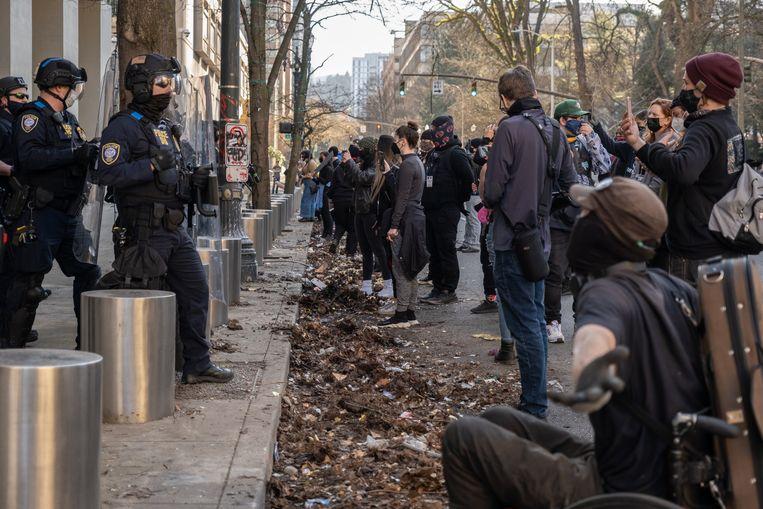 De demonstranten eisen dat politieagenten verantwoordelijk worden gehouden als zij iemand doodschieten.  Beeld Eline van Nes