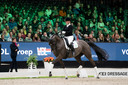 Isabell Werth op paard geeft samen met de Duitse bondscoach Monica Theodorescu op de achtergrond een clinic tijdens Indoor Brabant 2019.
