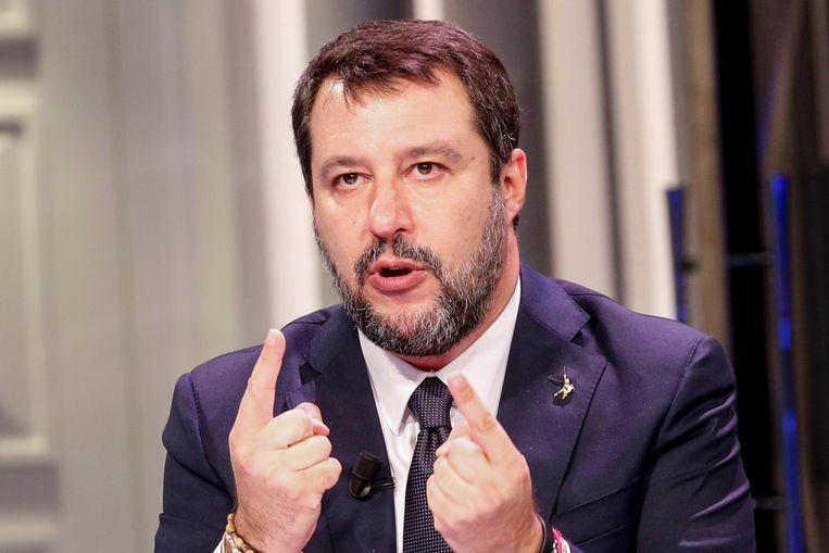 Matteo Salvini nam het op voor zijn partiigenoot: 'Adriatici was het slachtoffer van een aanval en loste per ongeluk een schot.' Beeld EPA