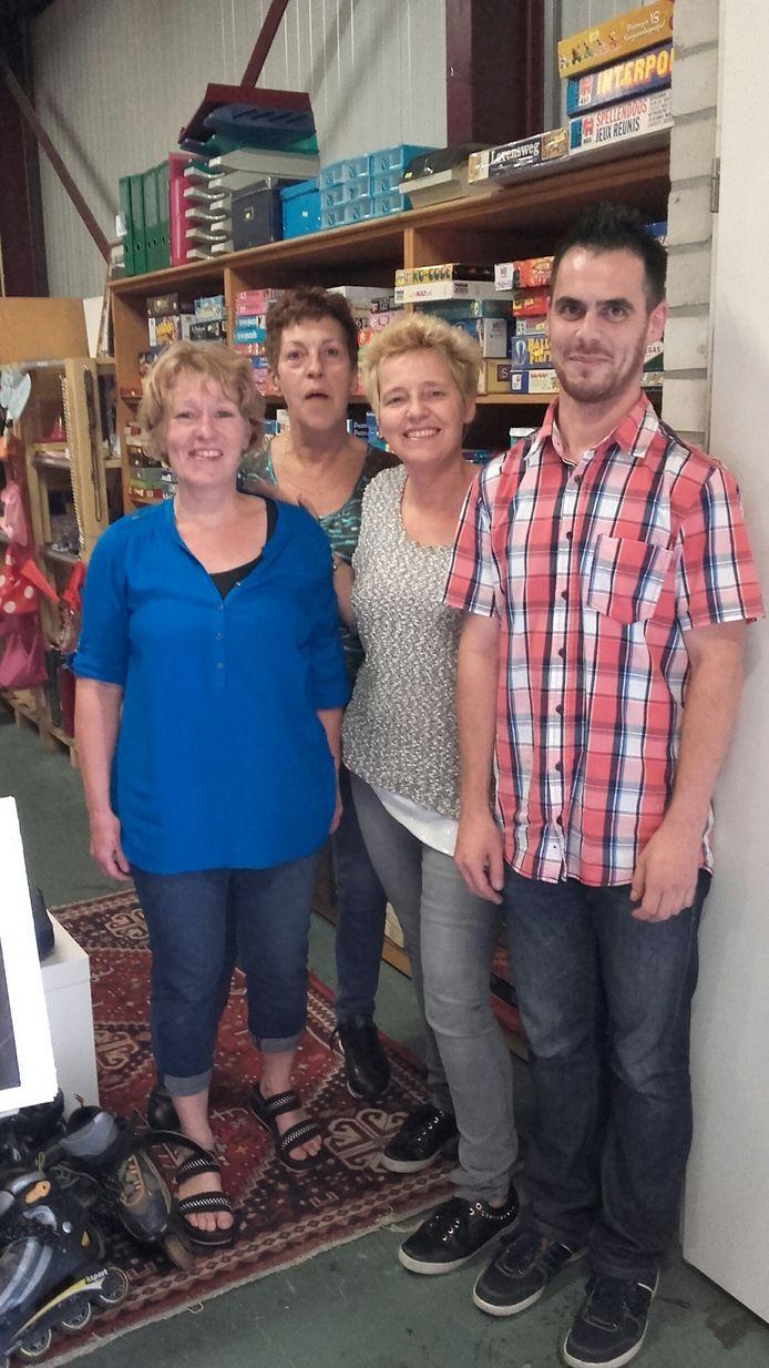 Sandra Peters met enkele van de onmisbare vrijwilligers.