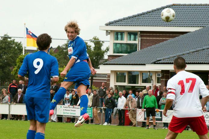 Hooglanderveen - HVC, in 2012. Nu, in het jaar dat Hooglanderveen 75 jaar bestaat, moet de oplevering van de aanbouw van het clubgebouw naar een latere datum worden verschoven.