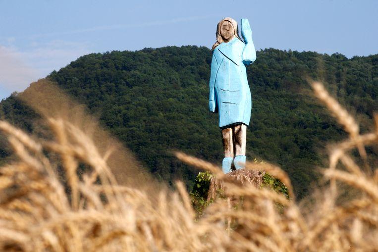 Het standbeeld van Melania tijdens de onthulling, nu bijna precies een jaar geleden, in Slovenië. Beeld Reuters
