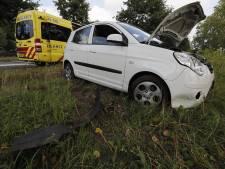 Bestuurder gewond na eenzijdig ongeluk in Best