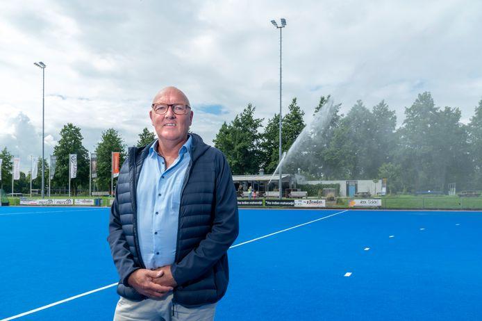 """De problemen bij hockeyvereniging Zeewolde zijn het meest acuut. Voorzitter Jack van Hettema: ,,We merken nu al dat een aantal leden is uitgeweken naar omliggende verenigingen omdat die wel zo'n waterveld hebben."""""""