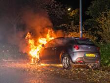 Auto gaat in vlammen op in Woerden